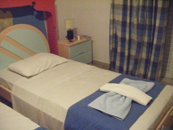 Hotel Mavrikos: Bedroom 1