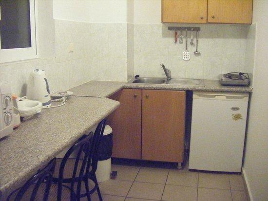 Hotel Mavrikos: Kitchen