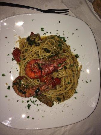 Vermell: Pasta - local Tuna and prawns