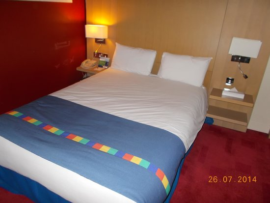 Park Inn by Radisson Shannon Airport : The bed