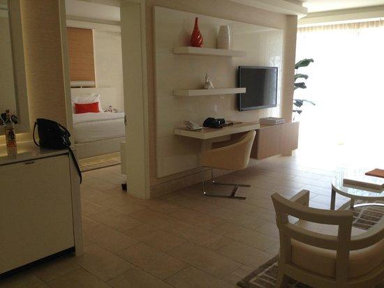 Tropicana Las Vegas - A DoubleTree by Hilton Hotel : Livingroom Looking Into Bedroom