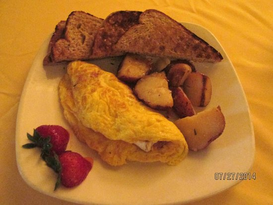 Capitol Grille: Ham & brie omelet with roasted potatoes