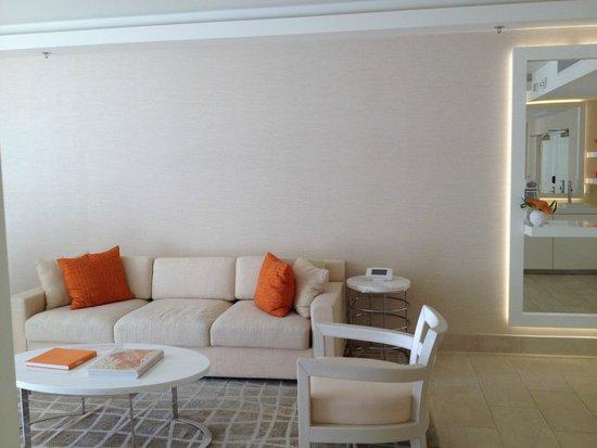 Tropicana Las Vegas - A DoubleTree by Hilton Hotel : Livingroom