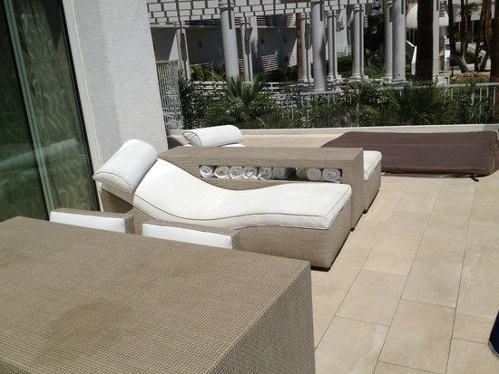 Tropicana Las Vegas - A DoubleTree by Hilton Hotel : Chaises and Hot Tub on Private Terrace