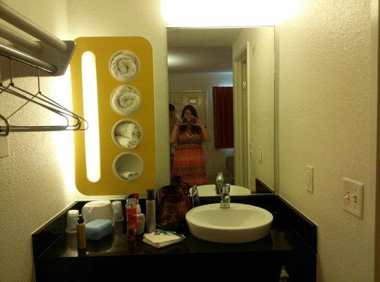 Motel 6 Corpus Christi - N. Padre Island: Sink