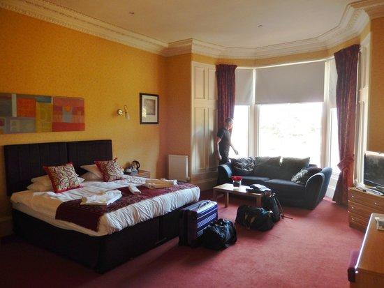 Royal Mackintosh Hotel: lovely big room