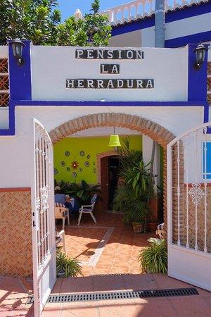 Pensión La Herradura: Main entrance