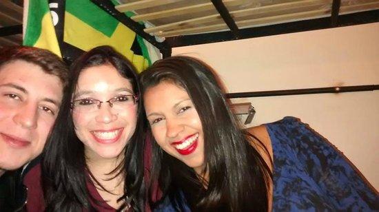 Milhouse Hostel Avenue: Amigos brasileiros