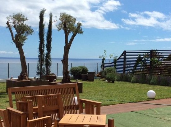 Madeira Regency Cliff : Garden with sea view