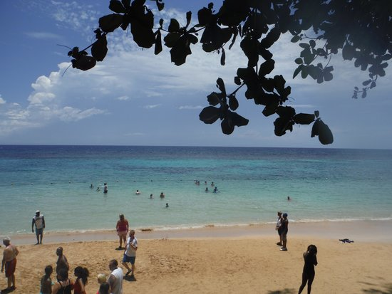 Dunn's River Falls and Park : The famous Bond beach