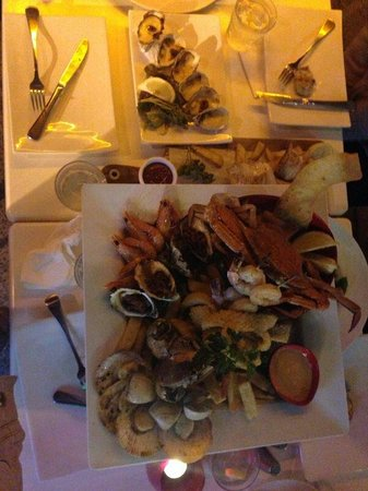 Yellowfin Seafood Restaurant: Excelent seafood plater