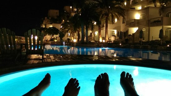 Marina Bayview: pool at night