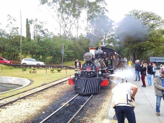 Steam train to Sao Joao del Rei : Chegando em Tiradentes
