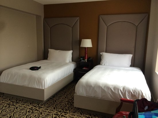 The Sam Houston, Curio Collection by Hilton: Queen beds twin room