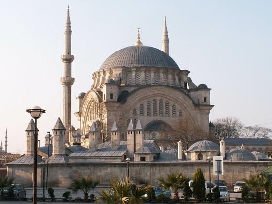 Nuruosmaniye Mosque - Picture of Nuruosmaniye Camii ...