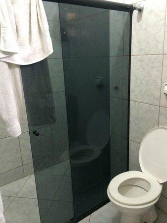 Hotel Central: Banheira