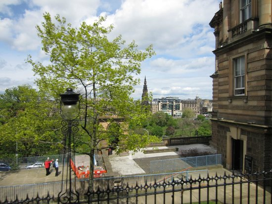 Jurys Inn Edinburgh: City view from Royal Mile