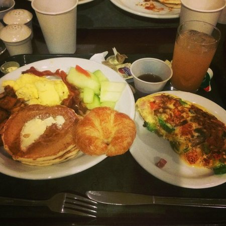 Embassy Suites by Hilton Ontario-Airport : 朝食