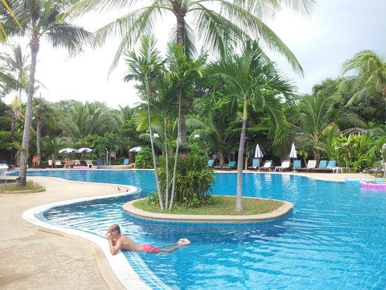 First Bungalow Beach Resort : pool