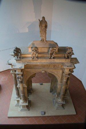 Rheinisches Landesmuseum: Arches