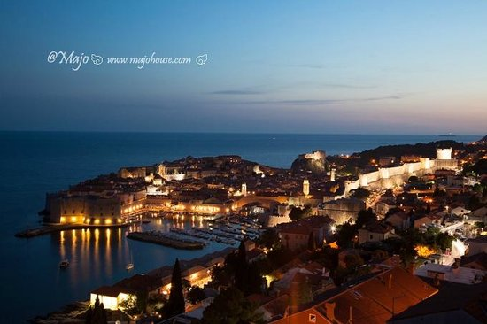 Rooms Raic: View of Dubrovnik Grad after sunset, when there is still light