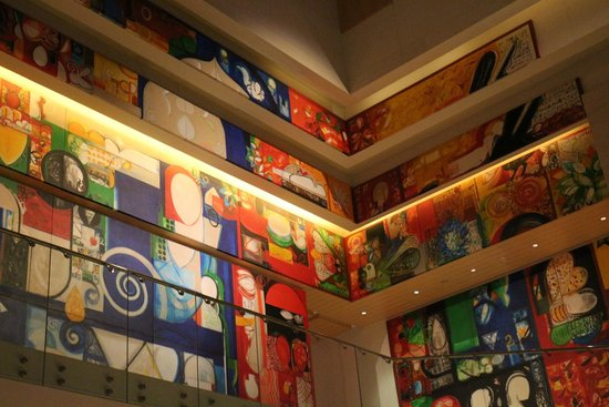 Hyatt Regency Chennai: Art wall near the spa