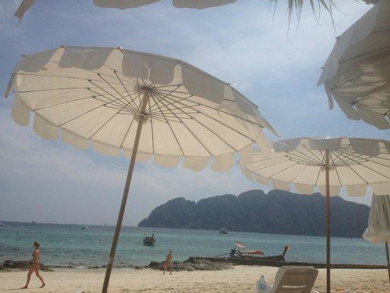 Phi Phi The Beach Resort: beach view