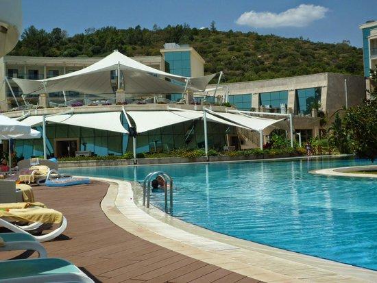 Paloma Pasha Resort : Restaurant, terrace bar & pool