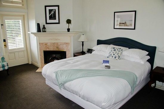 Blue Lantern Inn - A Four Sisters Inn: Room 103 had a Fireplace