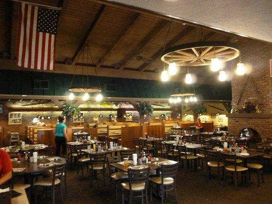Hoss's Steak & Sea House: Local