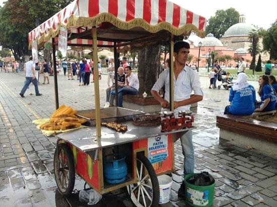 Sultanahmet District: Chestnut and corn seller