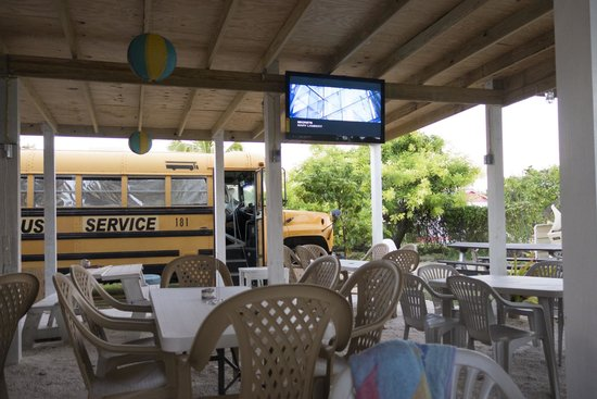 Budda's Snack Shack : TVs playing music and a bus. The tables are around back.