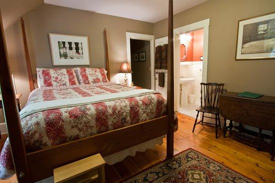 James Place Inn Bed and Breakfast : Standard Room - Taupe