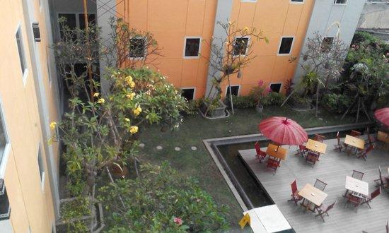 Ibis Bali Kuta : garden