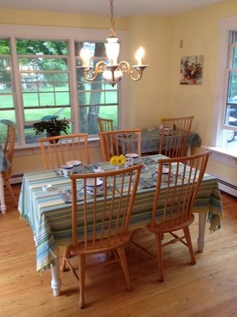 James Place Inn Bed and Breakfast: Dine Indoors