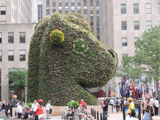 Rockefeller Center : Jeff Koons Split-Rocker