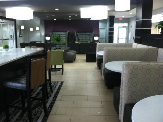La Quinta Inn & Suites Rockport - Fulton: Enterance, dining and loung.