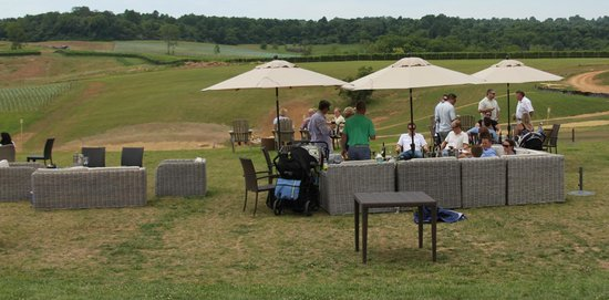 Stone Tower Winery: The sitting area