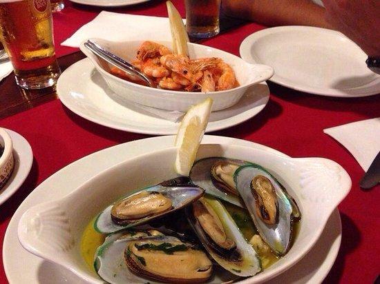 Humberto's  Restaurante: Mejillones y gambas al ajillo