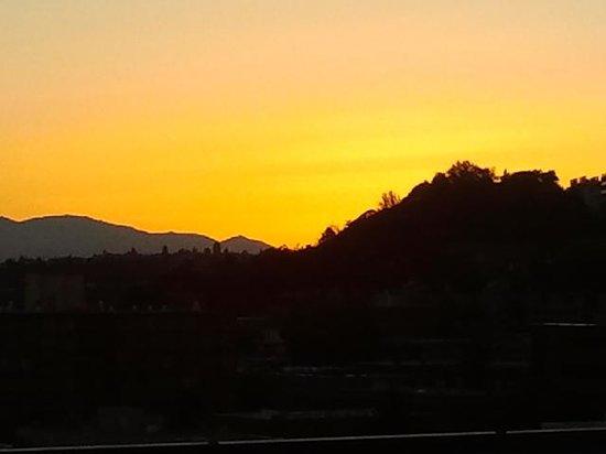 Mediterranean Inn : Sunset from the rooftop deck