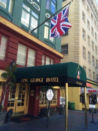 King George Hotel: 外観 ブリティッシュでこじんまりしたホテルです