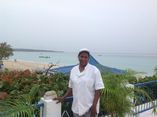 Negril Tree House Resort: Carol makes great omelets and is so sweet. Loved her!