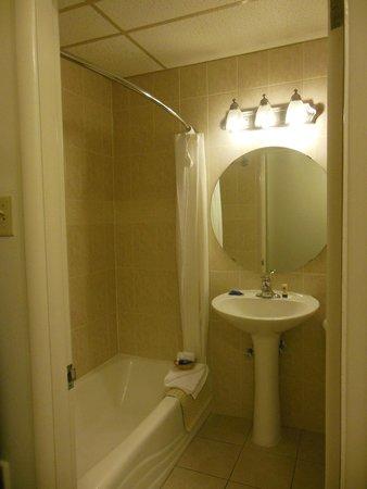 BEST WESTERN Antlers : Bathroom