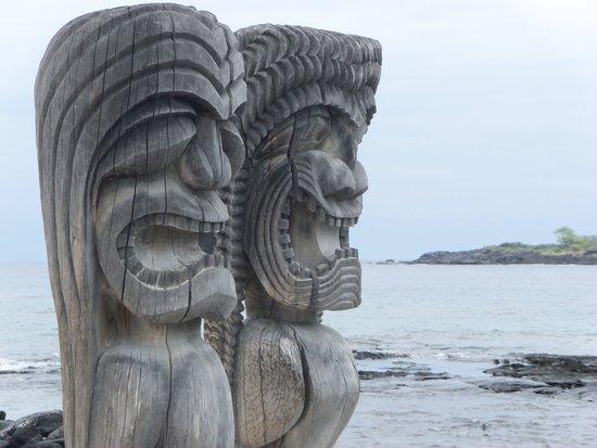 Pu'uhonua O Honaunau National Historical Park : two of many