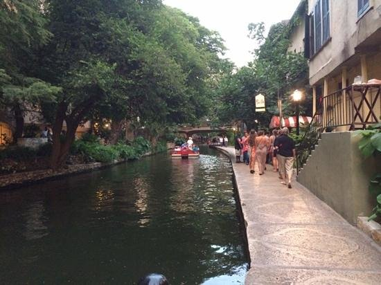 Drury Plaza Hotel San Antonio Riverwalk: The Riverwalk - just outside of the Drury