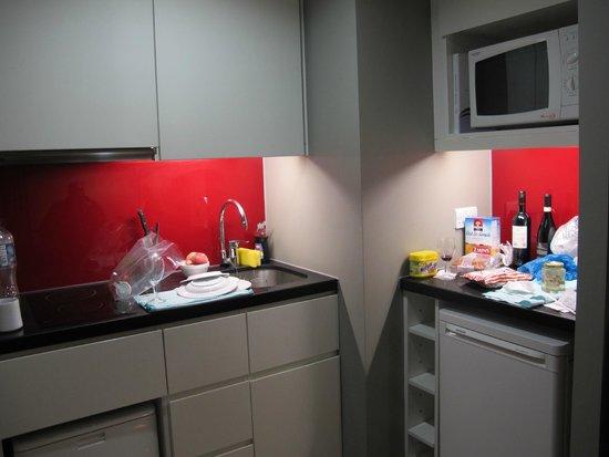 Citadines Trafalgar Square London : little kitchen