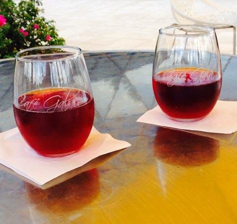 The Dali Museum: rose cava- went diwn a treat.