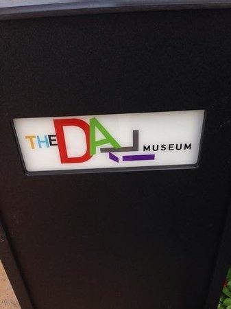 The Dali Museum: the rubbish bin