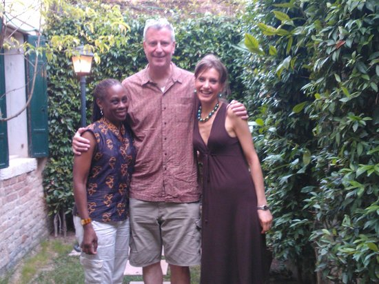 Santa Margherita Guesthouse: Bill de Blasio, Chirlane McCray and Maria Chiara Cristofori in the little pritty Santa Margherit