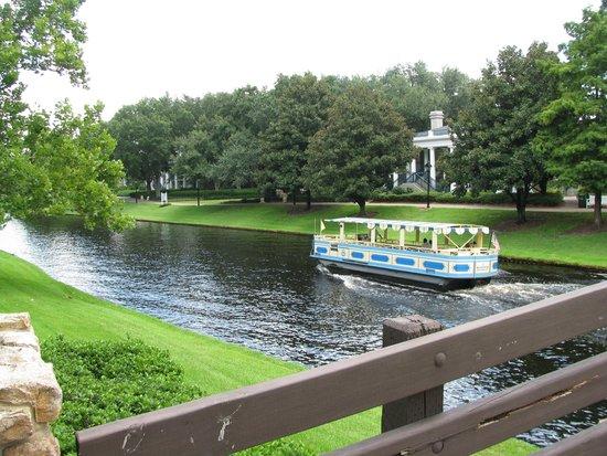 Disney's Port Orleans Resort - Riverside: Transportation to Downtown Disney